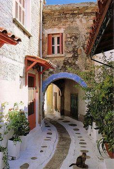 Alleyway in Santorini