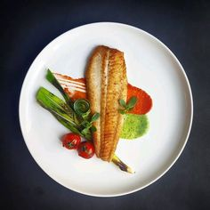 Simple and beautiful. Great plating for fish filet. - My Cooking Ideas 2019 Fish Recipes, Gourmet Recipes, Cooking Recipes, Gourmet Desserts, Gourmet Foods, Gourmet Food Plating, Food Plating Techniques, Food Garnishes, Food Decoration