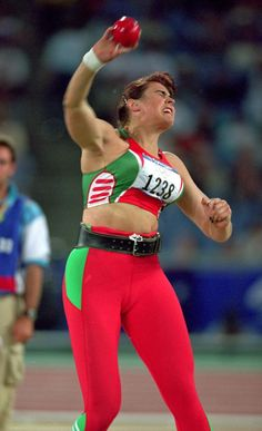 Summer Olympics 2000 shot put women pictures | Yanina Korolchik competes during her gold medal-winning effort at the ... OS guld kula 2000 Sidney.