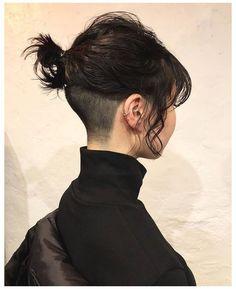 Undercut Hairstyles Women, Tomboy Hairstyles, Short Hair Undercut, Undercut Girl, Tomboy Haircut, Undercut Women, Pretty Hairstyles, Short Hair Tomboy, Girl Short Hair