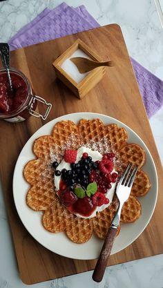 Gluteenittomat vohvelit   Himoleipuri 200 Calories, Gluten Free Recipes, Free Food, Waffles, Dairy, Cheese, Breakfast, Morning Coffee, Waffle
