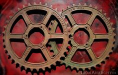 Antique and vintage industrial chic wall art decor. Industrial Farmhouse Decor, Industrial Chic, Vintage Industrial, Steampunk Gears, Metal Art, Wall Art Decor, Primitive, Objects, Iron