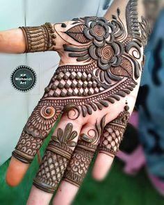51 Impressive Diwali Mehndi Designs For Newlywed Brides Celebrating Their First Diwali Post-Nuptials Latest Bridal Mehndi Designs, Indian Henna Designs, Latest Arabic Mehndi Designs, Henna Art Designs, Mehndi Designs For Girls, Mehndi Designs For Beginners, Stylish Mehndi Designs, Dulhan Mehndi Designs, Wedding Mehndi Designs
