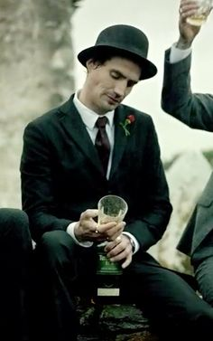 I love the gorgeous getups worn by the guys featured in this short film for Tullamore Dew Irish Whiskey. Traditional yet modern suits. Irish Fashion, Men's Fashion, Irish Folk Songs, Modern Suits, New Years Traditions, Manly Things, Irish Whiskey, Irish Men, Good Looking Men