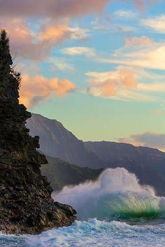 Na Pali Cliffs, Kauia, Hawaii; photo by Don Smith