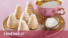 Zkuste trochu jinou variantu oblíbené vánoční dobroty. Světlé úly s mandlemi a marcipánem budou určitě chutnat všem!
