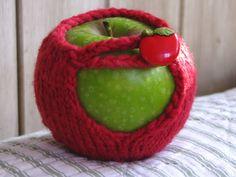Mug Cozy / Jacket Knitting Pattern Tutorial - Natural Suburbia Diy Crochet And Knitting, Easy Knitting Patterns, Free Knitting, Knitting Projects, Crochet Cozy, Knitting Ideas, Crochet Projects, Crochet Patterns, Alice