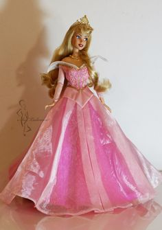 This time a classic again and one of the most beautiful animated Disney female character ever, the Blue Fairy from Walt Disney´s Pinoccio. Before she was a Disneystore Cinderella doll, her fac...