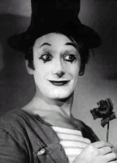 Marcel Marceau    (March 22, 1923, Strasbourg, France-September 22, 2007, Paris, France). French mime. Born Marcel Mangel.