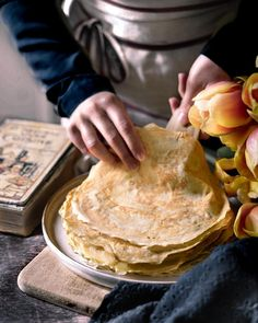 """••✶🧁𝒸𝑜𝑜𝓀𝒾𝓃𝑔 𝒾𝓈 𝒸𝒶𝓇𝒾𝓃𝑔 ✶•• on Instagram: """"✨🌼 C h a n d e l e u r 🌼✨ C'est ce week-end ! Autant je passe mon tour pour la galette mais pour les crêpes plutôt deux fois qu'une ! 🙈 Je…"""" Homemade Pastries, Galette, Week End, Peanut Butter, Instagram, Nut Butter"""
