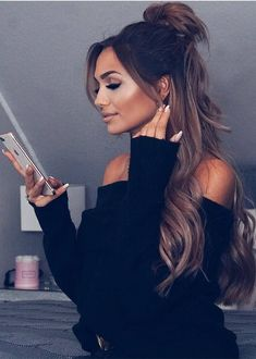 Stunning Half up Half Down Hairstyles for Long Hair in 2019 Stunning Half up Half Down hairstyles fo Down Hairstyles For Long Hair, Second Day Hairstyles, Easy Hairstyles, Wedding Hairstyles, Half Up Half Down Hairstyles, Pretty Hairstyles, Half Up Long Hair, Long Curly Hair, Curly Hair Styles