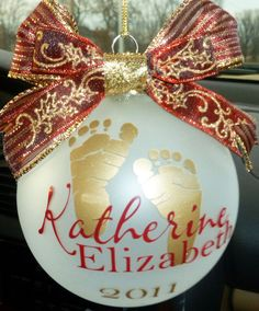 Chan Roberson , Cher's Signs by Design: Personalized Ornaments First Christmas Ornament, Christmas Makes, Babies First Christmas, Christmas Baby, Homemade Christmas, Christmas Holidays, Christmas Crafts, Christmas Decorations, Christmas Ideas