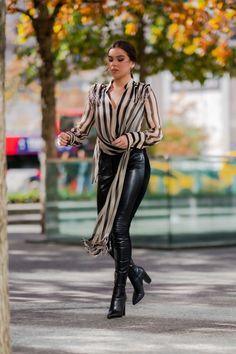 Hailee Steinfeld – I læderbukser og kjole i NYC - video Emma Watson Sexiest, Black Leather Pants, Hailee Steinfeld, Dress Out, Confident Woman, Editorial Fashion, Latex, Nyc, Street Style
