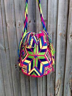 Authentic Colombian Mochila Wayuu bag por peaceandluvsm en Etsy