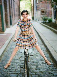 5 Spring Dresses Perfect for Bike Riding - Womens Bicycle - Ideas of Womens Bicycle - b Bicycle Women, Bicycle Girl, Ladies Bicycle, Cycle Chic, Bike Style, Spring Dresses, Outfit, Nice Dresses, Short Sleeve Dresses