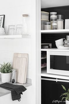 BLACK WALL PANTRY // Littlefew.com   Organization, kitchen, pantry ideas, tips, shelves, small, makeover, diy, Ikea, bottles, microwave, open design, storage, hacks, chalkpaint, tiny, jars, organizar la despensa, cocina abierta, cocina pequeña, pared negra, renovar, Ikea, Brabantia.