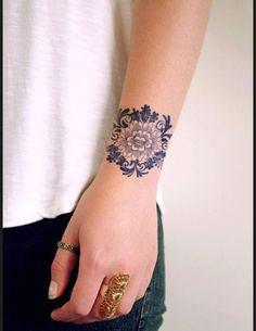 Des tatouages de fleurs vus sur Pinterest Tatouage fleurs poignet