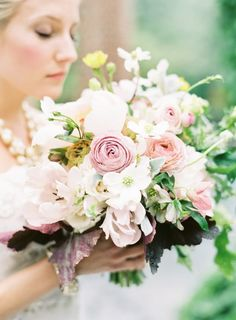 hey virginia brides! add a little touch of home by using dogwood flowers in your bouquet!