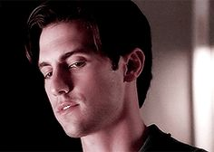"Milo Ventimiglia as Peter Petrelli ↳ Heroes 1.04 ""Collision"""