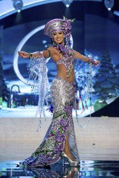 Unusual Miss Universe Costumes Miss Universe Costumes, Miss Universe National Costume, Dance Dresses, Prom Dresses, Formal Dresses, Samba, Fashion Gallery, Fashion Show, Covet Fashion