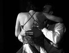 dancing tango argentino