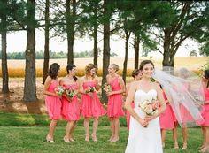 ブライドメイドのお仕事は可愛いドレスを着ることだけではありません! 結婚式当日に向けて沢山のことを任されるかもしれません。 式当日は皆が忙しくしていて打ち合わせはできません。 前々から当日の役割分担やお仕事内容を話し合って把握しておくことが とても大事です!