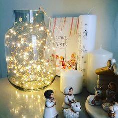 Angoli di Natale e.. il trend (furbata) di decorare con le copertine dei libri #chrsitmas2017 #christmastyle #lights #lucine #presepethun #candles #casaporfirs