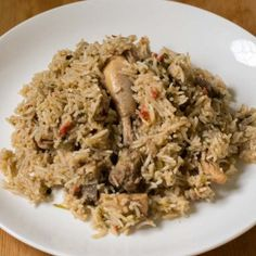 Amma 's Easy pressure cooker chicken Biryani. Indian Chicken Recipes, Veg Recipes, Cooker Recipes, Indian Food Recipes, Ethnic Recipes, Chicken Biryani Recipe Indian, Chicken Receipe, Snacks Recipes, Rice