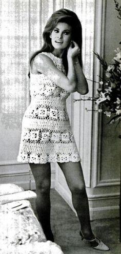 Raquel Welch in her crochet wedding dress for her 1967 wedding. Hippie Festival, Raquel Welch 1960s, Lace Bridal, Crochet Wedding Dresses, Dress Wedding, Vestidos Fashion, Wedding Week, Paris Wedding, Old Hollywood Glamour