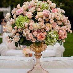 #EnzoMiccio Enzo Miccio: Un piccolo omaggio per augurarvi un buon fine settimana! Un abbraccio dal Miccio #enzomiccio #flowers #wedding #specialwedding #weddingplanner #flowerdesign #weddingphotography
