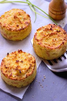 Oven Baked Mashed Potato Cakes Make a hit for dinner –They're incredibly easy to make. eatwell101.com