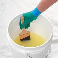 """Painting expert Brian Santos reveals his special method for cleaning paint tools. Read more in his new book, """"Painting Secrets. Diy Cleaning Products, Cleaning Solutions, Cleaning Hacks, Organizar Closets, Cleaning Paint Brushes, Cleaning Paint Rollers, Little Bit, Paint Stain, Home Repair"""