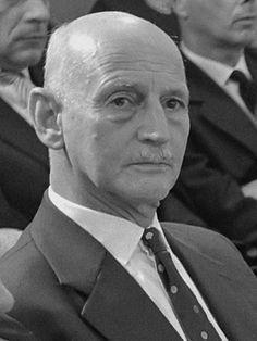 Otto Frank foi acusado de fraude após o êxito comercial do diário, sendo apontado como o verdadeiro autor do mesmo ao longo dos anos. Otto Frank (1961) - Anne Frank – Wikipédia, a enciclopédia livre