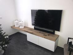 Ikea hack met 5cm dikke oude eikenplanken Ikea Hack, Flat Screen, Hacks, Living Room, The Originals, Deco, Tv, Home, Television Set