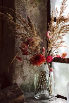 """Our joint event with Manufactum in the settler house revolved around the topic of """"conscious consumption"""". Deco Floral, Arte Floral, Fresh Flowers, Dried Flowers, Forest Fruits, The Settlers, Fall Color Palette, Color Balance, Simple Art"""