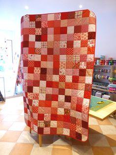 Quiltmanufaktur Andrea Kollath, Patchwork-Quilt aus Charmpacks http://quiltmanufaktur.blogspot.de/2015/04/ein-quilt-zum-abitur.html