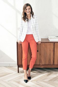 Since there are dress code limitations when it comes to dressing up in the office, getting the idea to layer your professional business outfit with a blazer Spring Work Outfits, Casual Work Outfits, Work Attire, Office Outfits, Work Casual, Classy Outfits, Office Attire, Office Wear, Chic Outfits
