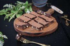 petite kitchen: CHOCOLATE FUDGE BARS