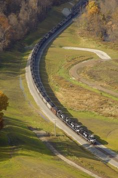 Keystone coal train (Pennsylvania) by Norfolk Southern Train Car, Train Tracks, Locomotive, Railroad Photography, Travel Photography, Rail Transport, Diesel, Southern Railways, Bonde