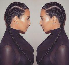 Kim Kardashian com tranças embutidas.