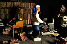 A very realistic reenactment of that time MF DOOM reached up Madlib's studio (I assume). #MFDOOM #DOOM #MADLIB #MADVILLAIN #ALLCAPS #LEGO