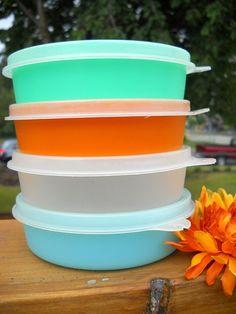 Charming Set of Vintage Tupperware Storage Containers - My favorites Tupperware Bowls, Tupperware Storage, Vintage Tupperware, Vintage Kitchenware, Vintage Dishes, Vintage Items, Kitchen Dishes, Kitchen Items, Mid Century Decor