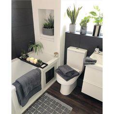 Bath Towel Sets, Bath Towels, Small Grey Bathrooms, White Bathroom, Grey Baths, Egyptian Cotton Towels, Large Baths, Bathroom Interior Design, Bathroom Designs