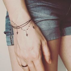Bracelet tattoos are the perfect way to add some pizzazz to your wrist, so we& rounded up our favorite designs. Tattoo Femeninos, Henna Tattoo Hand, Henna Tattoo Designs, Piercing Tattoo, Rosary Tattoo Wrist, Piercings, Tattoo Ideas, Classy Tattoos, Mom Tattoos