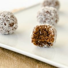 Cocoa-Nut Quinoa Bites 3 C. Cooked Quinoa (I steam cooked 1 cup of quinoa with 2.5 cups of water for 20 mins.) ¼ C. Raw Cacao Powder ⅓ C. Maple Syrup 3 Tbsp. Creamy Peanut Butter 1 Tbsp. Coconut Oil ¾ tsp. Ground Cinnamon ¾ tsp. Vanilla Extract ¼ C. Unsweetened Shredded Coconut