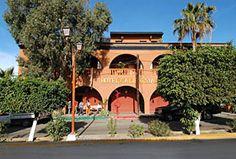 Hotel California, Todos Santos - En el centro.