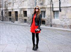 vestido y campera de cuero