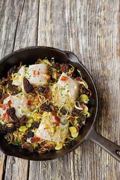 Bacalhau assado no forno com cogumelos, alho francês e bacon: o nosso jantar de hoje