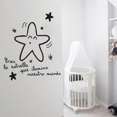 Vinilo infantil decorativo muy tierno, para colocar en la habitación de nuestro bebe. Porque eres la estrella que ilumina nuestros mundo.