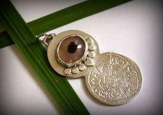 Pendentif Phaïstos, bijou disque de phaistos en argent et agate dendritique